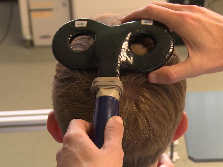 인간의 운동 기능의 변조를위한 비 침습 뇌 전기 자극 몽타주