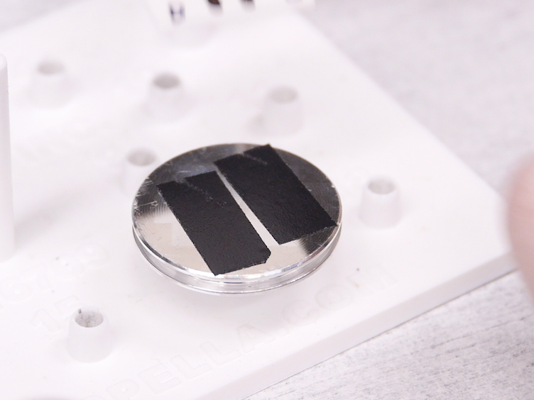 집중 된 이온 빔 제작 <em>현장에서 </em>테스트 LiPON 기반 고체 리튬-이온 Nanobatteries
