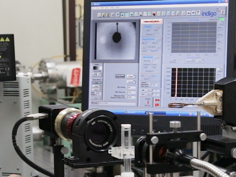 Near-Infrared Temperature Measurement Technique for Water Surrounding an Induction-heated Small Magnetic Sphere