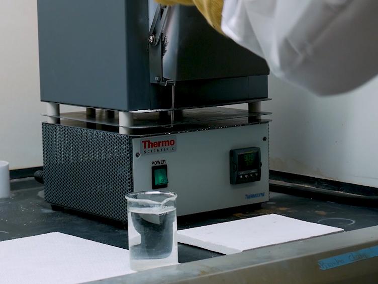 Bulk- und Dünnschicht-Synthese von kompositorisch Variante Entropie-stabilisierten Oxide