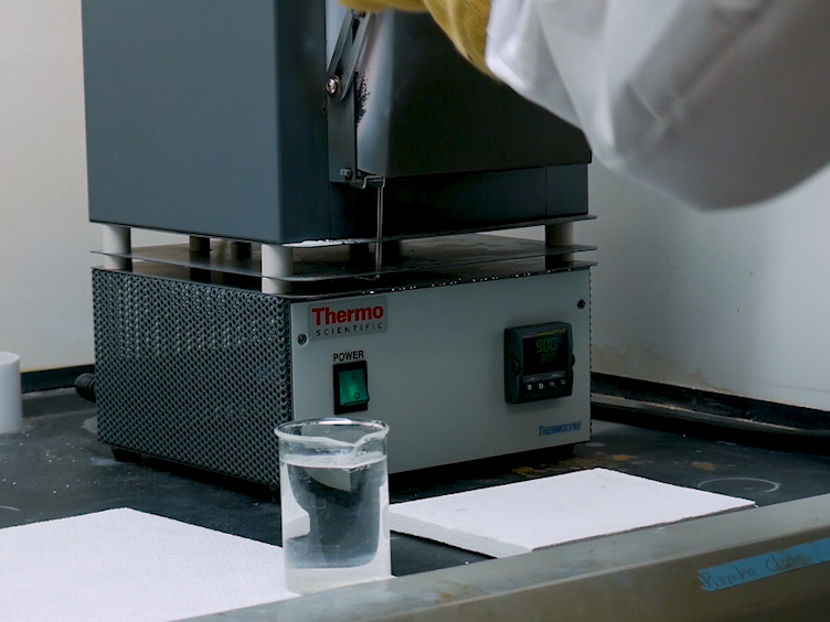 Bulk en dunne Film synthese van compositioneel Variant Entropy-gestabiliseerde stikstofoxiden