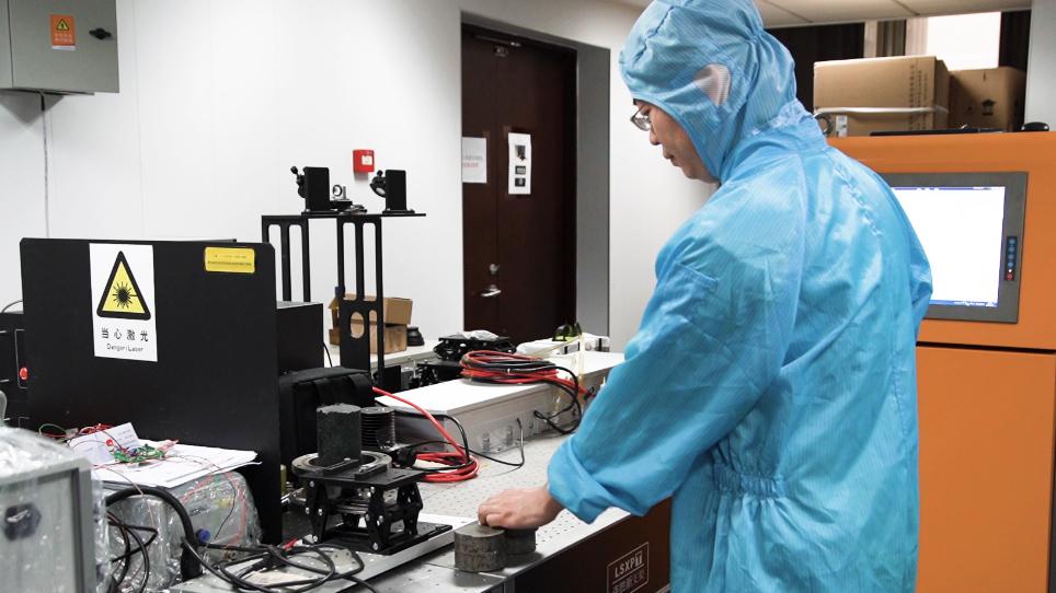 レーザー誘起分解分光法による真空誘導融解の定量分析