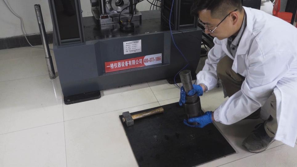 En Uniaxial sammenntrykking eksperiment med CO<sub>2</sub>-bærende kull ved hjelp av en visualisere og Constant-volum gass-solid kopling test system