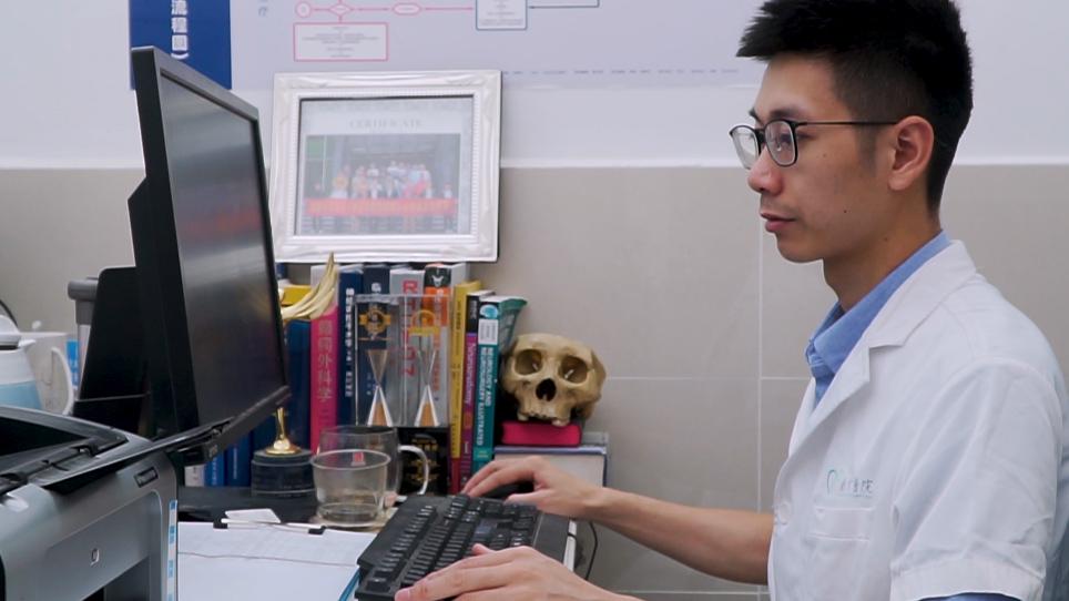 Aplicação da impressão 3D na construção do anel de furo de Burr para implantes profundos da estimulação do cérebro