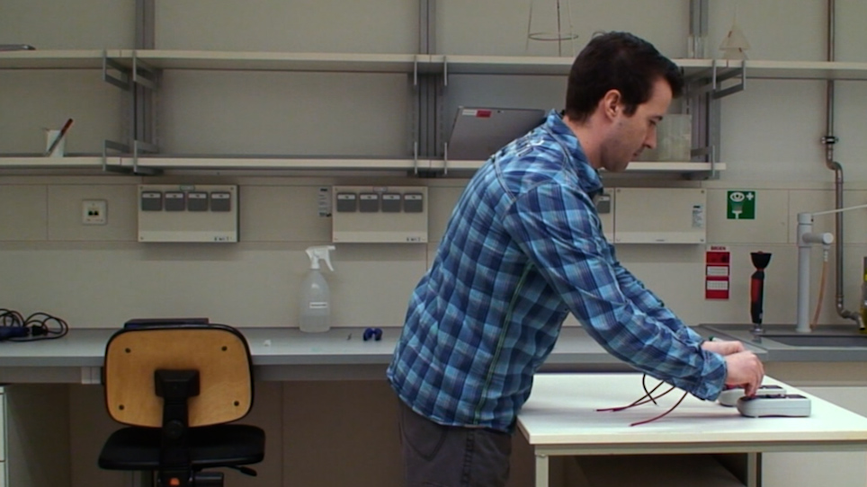 Programlanabilir Çıkış Frekansı Ile Kendi Kendine Yapılmış Volt-Ampermetre Kullanarak TEER Ölçümlerini Gerçekleştirmek Için Basit Bir Yaklaşım