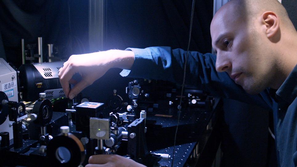 ספקטרוסקופיית ראמאן משולבת ופלטפורמת ספקטרומטר המסה ללימוד תא יחיד קליטת סמים, מטבוליזם, ואפקטים