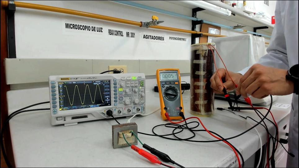 Dispositivi elettrici e a campo magnetico per la stimolazione dei tessuti biologici