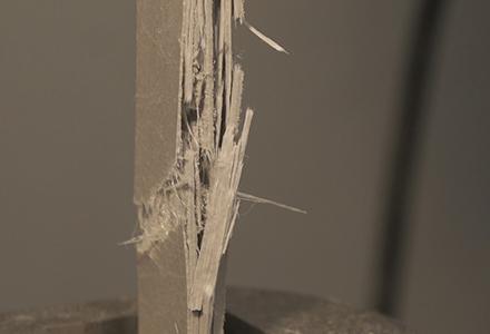 Test de tension des matériaux polymères renforcés de fibres