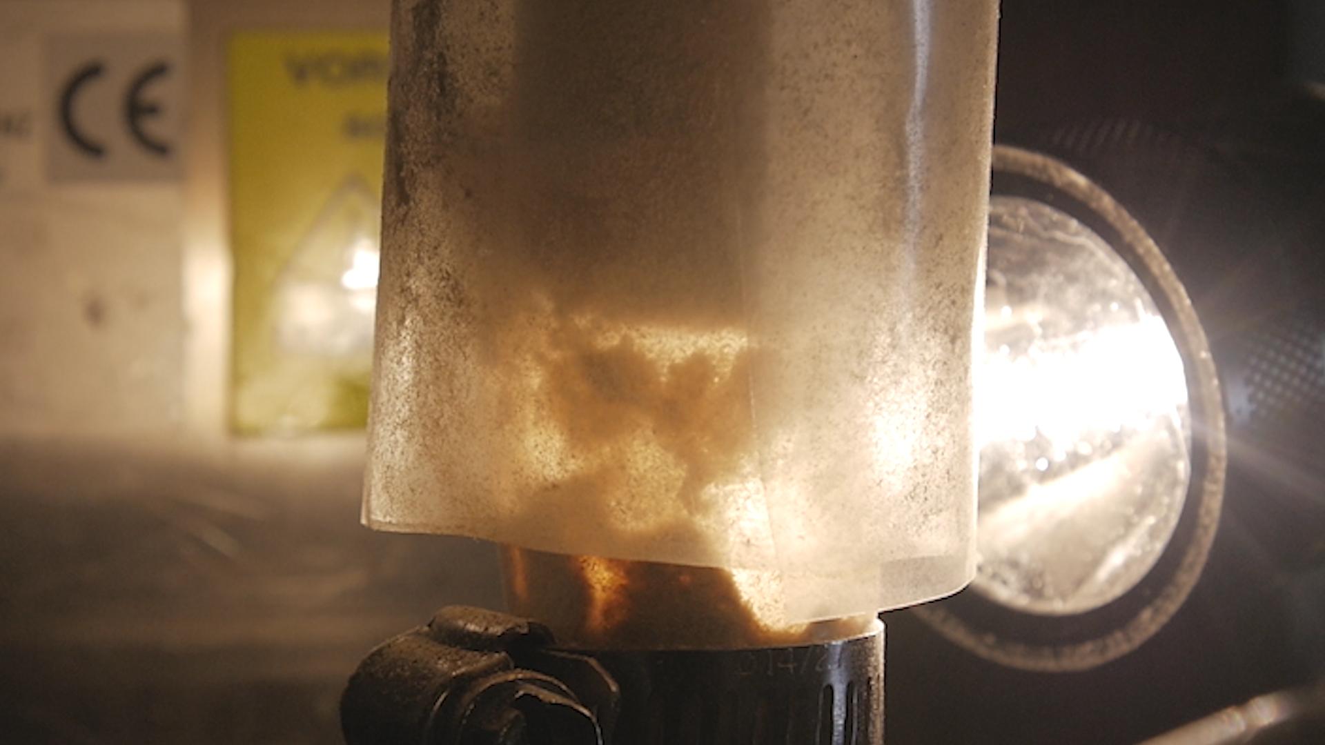 Biomassa para Produção de hidrocarboneto líquido combustível Via Hot-vapor filtrada pirólise rápida e Catalytic Hidrotratamento